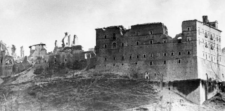 Остатки монастыря после боев.