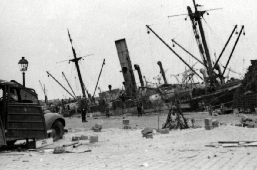 Затонувшие суда у Дюнкерка.
