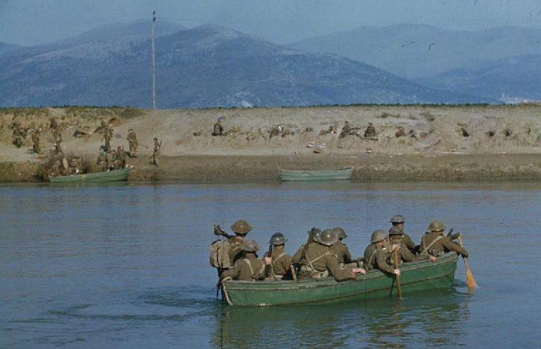 Британские саперы форсируют реку Гарильяно. 19 января 1944 г.