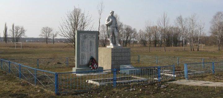 с. Власовка Барышевского р-на. Памятный знак при въезде в село, установленный в 1958 году в память о погибших односельчанах в годы войны.