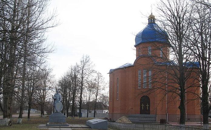 с. Волошиновка Барышевского р-на. Памятник, установленный в 1956 году на братской могиле воинов, погибших в годы Великой Отечественной войны.