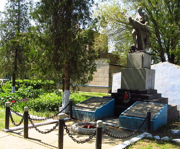 с. Каменское Арцизского р-на. Памятник воинам-односельчанам, погибшим в годы войны, был установлен в 1969 году.