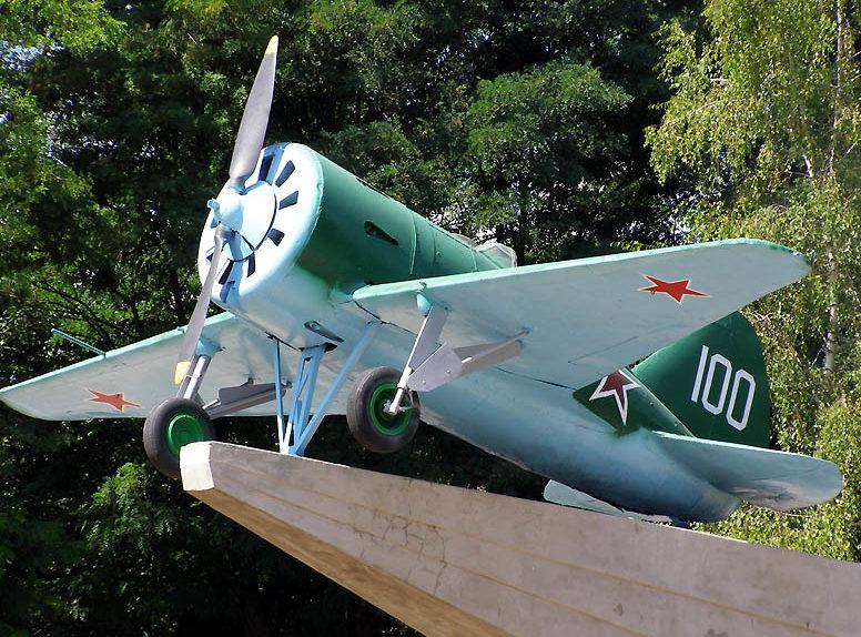 Истребитель И-16.