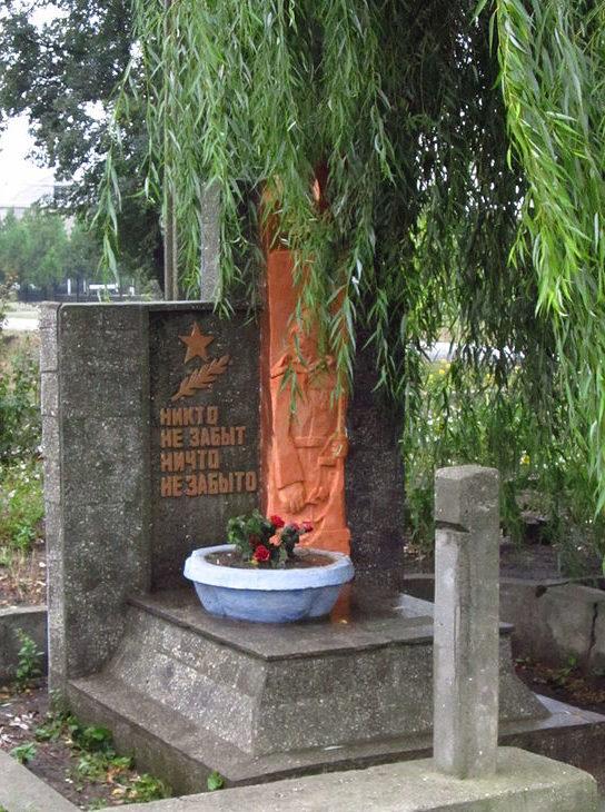 с. Надеждовка Арцизского р-на. Памятник воинам-односельчанам, погибшим в годы войны, был установлен в 1975 году.
