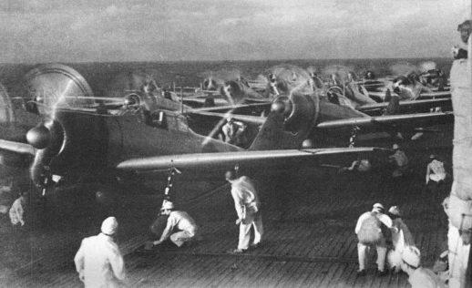 Японские самолеты перед вылетом. 7 декабря 1941 г.