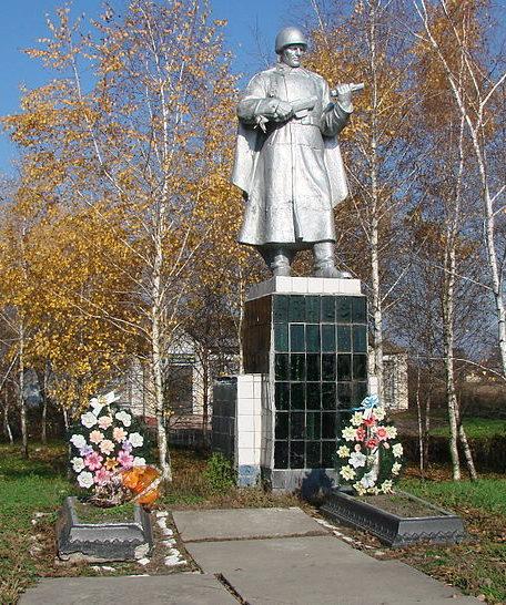 с. Лукаши Барышевского р-на. Памятник у сельского совета, установленный в 1959 году на братской могиле воинов, погибших в годы войны.