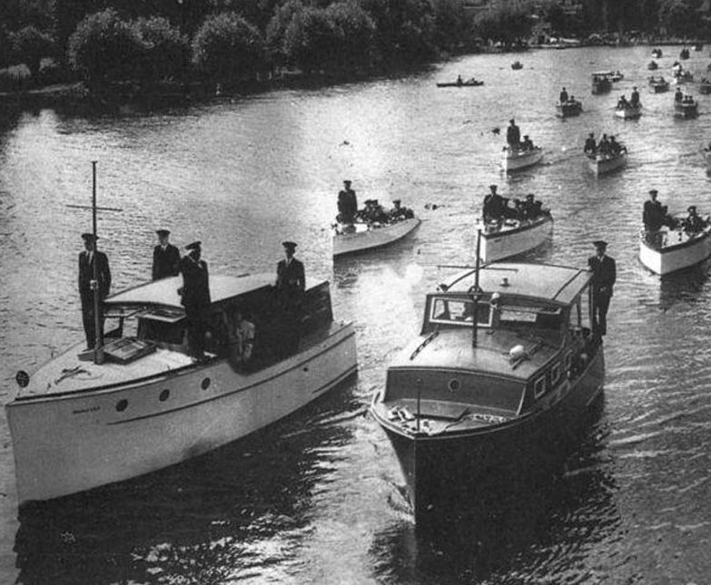 Гражданские катера собираются в поход на Дюнкерк.