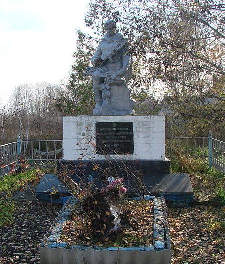 с. Лукьяновка Барышевского р-на. Памятник у клуба, установленный в 1975 году на братской могиле воинов, погибшим в годы войны.