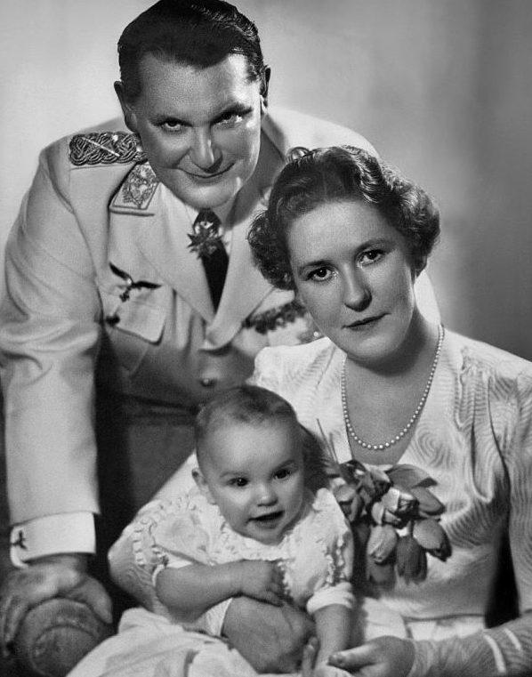 Супруги Герман и Эмма Геринг с дочерью.