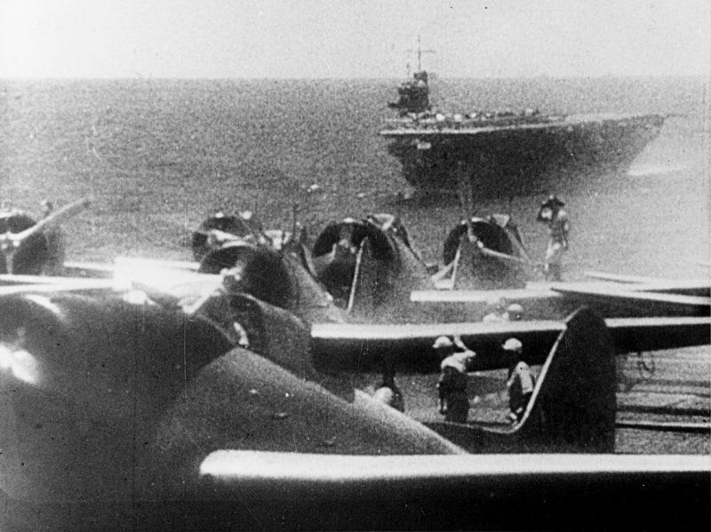 Японские самолеты готовятся атаковать Перл-Харбор. 7 декабря 1941 г.