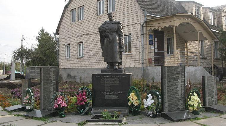 с. Михайловка-Рубежовка Киево-Святошинского р-на. Памятник по улице Школьная 1, установленный в 1958 году на братской могиле воинов, погибшим в годы войны.
