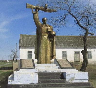 с. Новоселовка Арцизского р-на. Памятник воинам-односельчанам, погибшим в годы войны, был установлен в 1960 году.