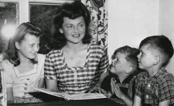 Генриетта фон Ширах с детьми.