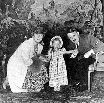 Эмма Геринг с дочерью и Гитлер.