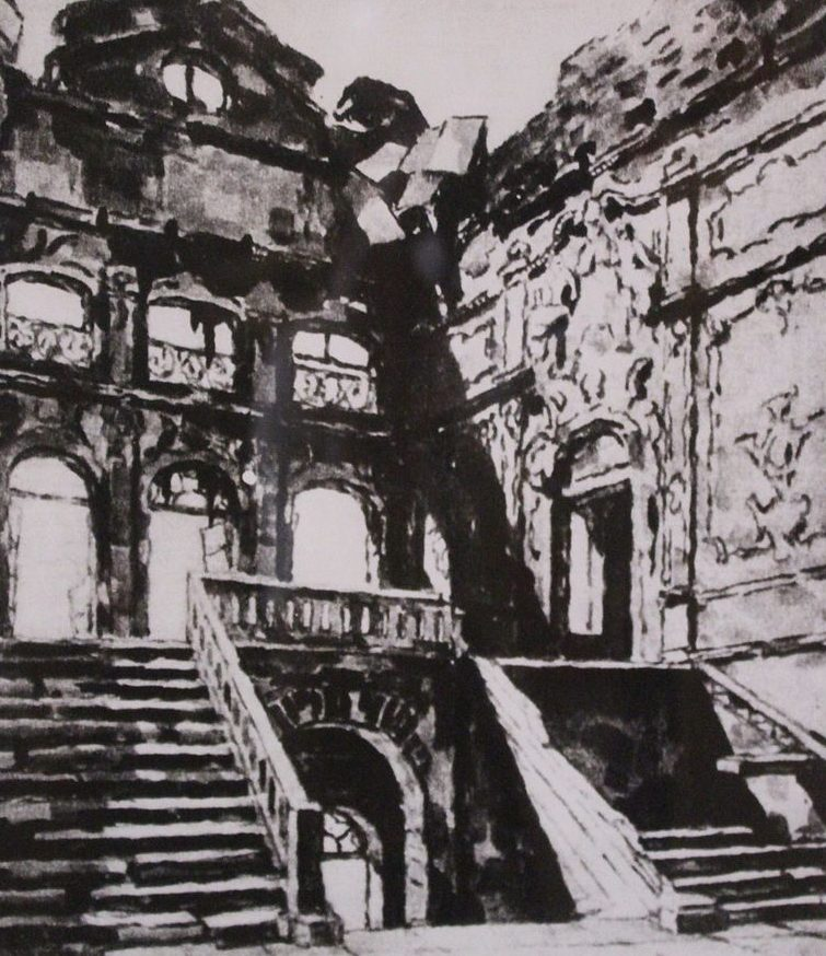 Разрушения в городе. Август 1941 г.