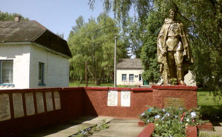 с. Олива Иванковского р-на. Памятник, установленный в 1959 году на братской могиле воинов, погибших в годы войны.