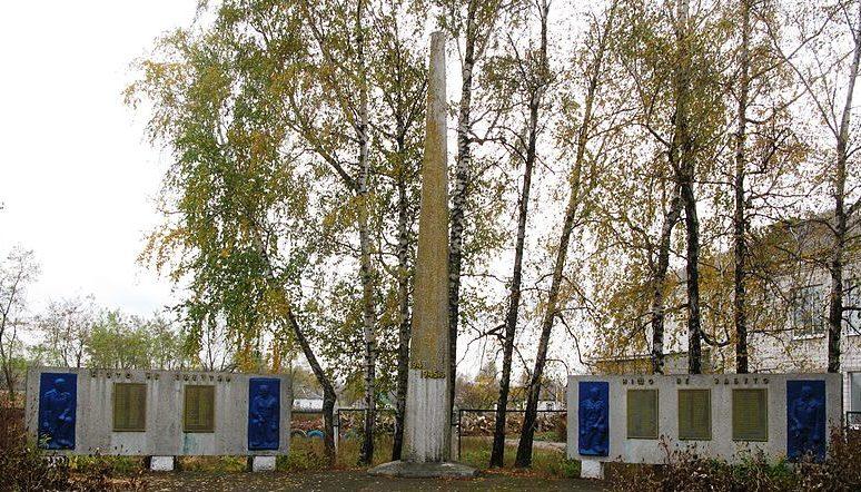с. Богдановка Яготинского р-на. Памятник у сельского совета, установленный в 1959 году воинам, погибшим в годы войны.