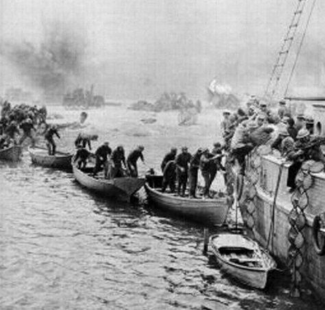 Переправа войск с берега на крупные суда.