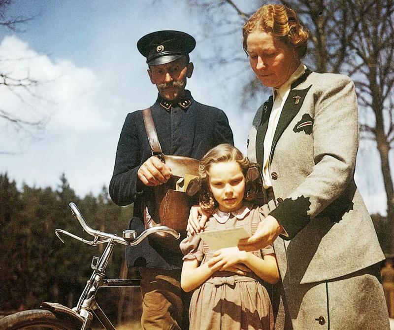 Жена и дочь Германа Геринга во время получения его письма в ходе Нюрнбергского процесса.