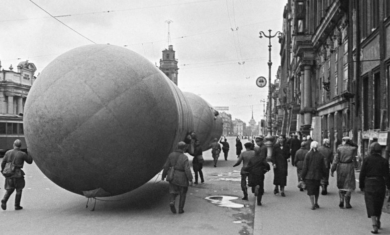 Газгольдеры на проспекте 25-го Октября. Сентябрь 1941 г.