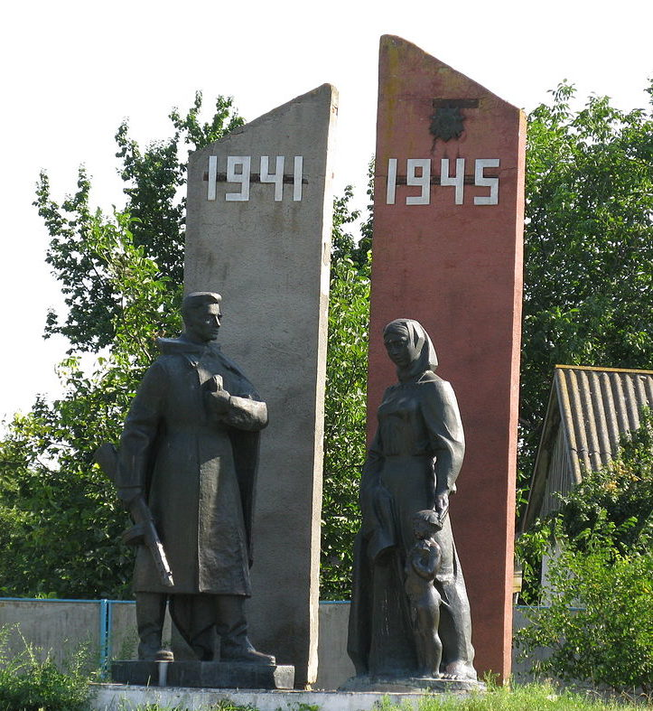 с. Богдановка Яготинского р-на. Памятник воинам, погибшим в годы войны.
