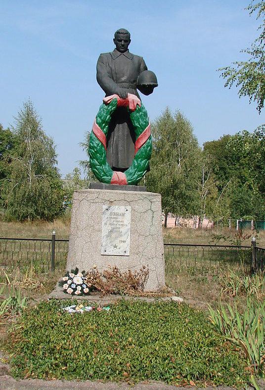 с. Победа Барышевского р-на. Памятник около сельсовета, установленный в 1950 году на братской могиле советских военнопленных, погибших в годы войны.