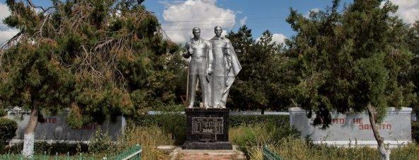 с. Париж Арцизского р-на. Памятник погибшим в Великой Отечественной войне.