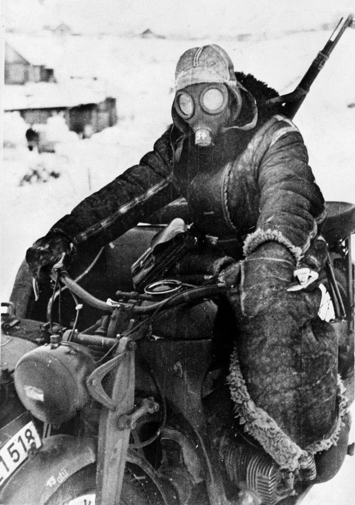 Спасал противогаз немцев и от русских морозов. Россия, 1942 г.