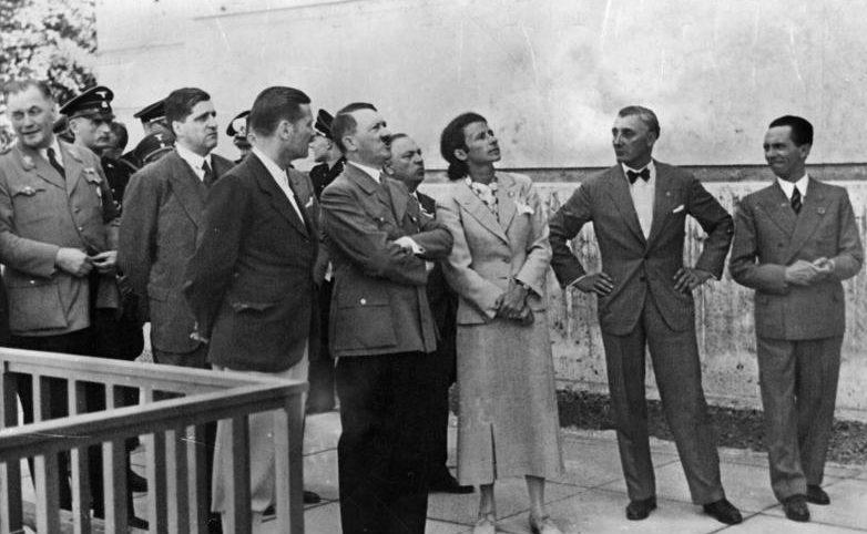 Герди Трост с Гитлером на открытии Дома немецкого искусства. 1937 г.
