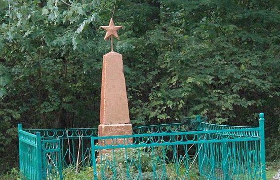 с. Жоравка Яготинского р-на. Могила неизвестного солдата.