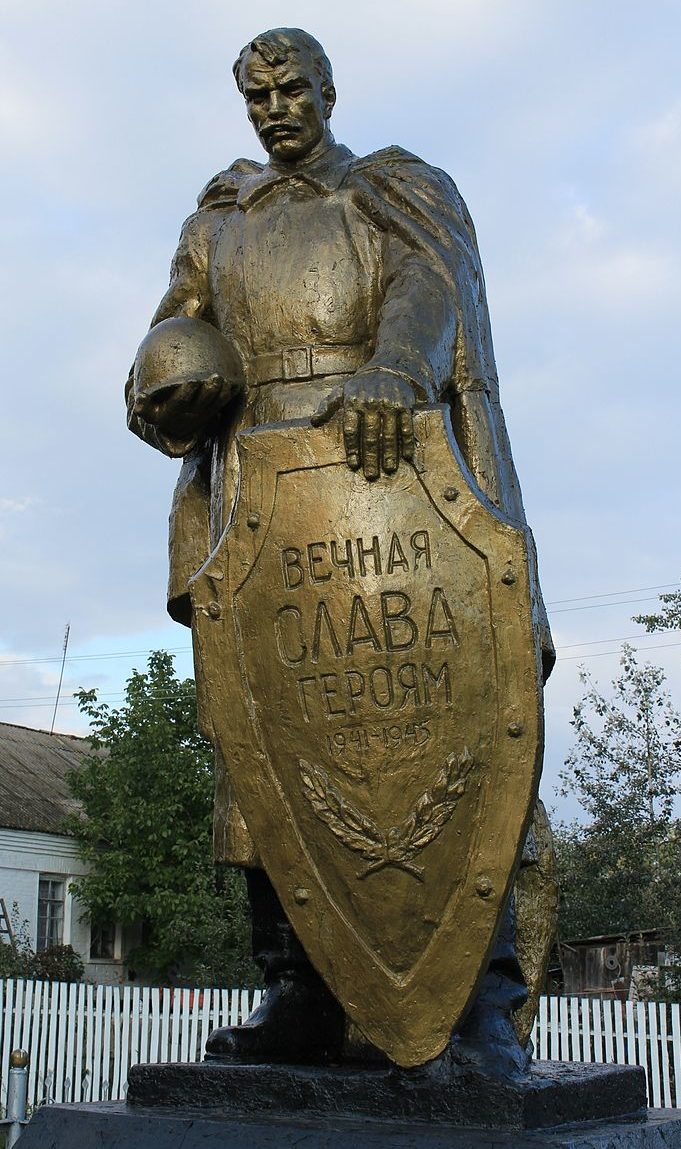 с. Хмелевик Барышевского р-на. Памятник в центре села, установленный в 1958 году на братской могиле воинов, погибших в годы войны.