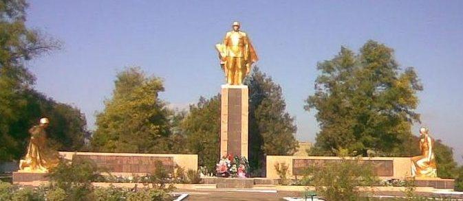 с. Шевченково Килийского р-на. Мемориал в центре села, установленный в 1978 году 207 воинам-односельчанам, погибшим в годы войны.