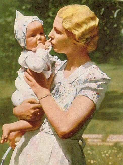 Инга Лей с маленькой дочкой Lore.