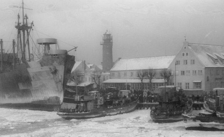 Беженцы в порту Пиллау. Январь 1945 г.