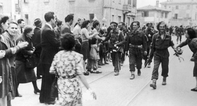 3 бригада карпатских стрелков входит в Болонью. Апрель 1945 г.