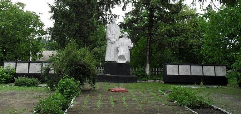 с. Загнитков Кодымского р-на. Мемориал воинам, погибшим в годы войны.