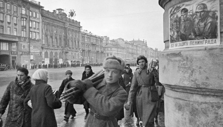 На Невском проспекте блокадного города. Октябрь 1941 г.