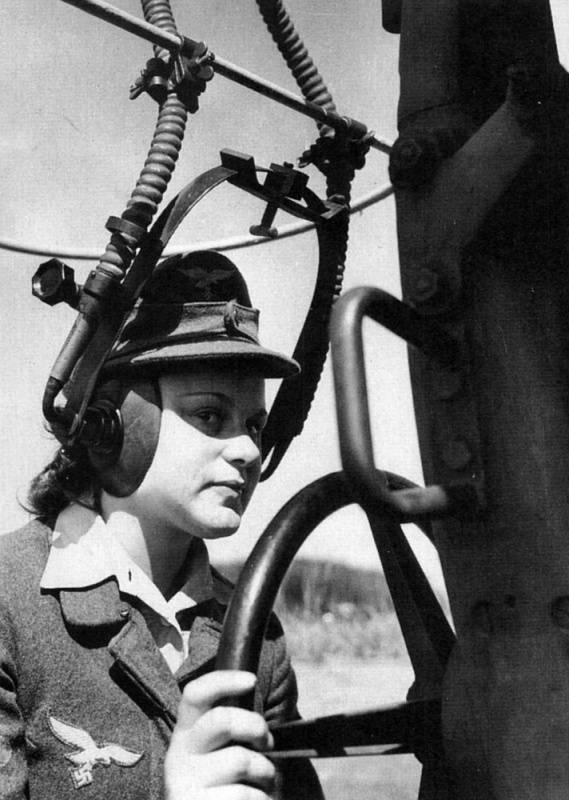 Служащие вспомогательной службы воздушного наблюдения.