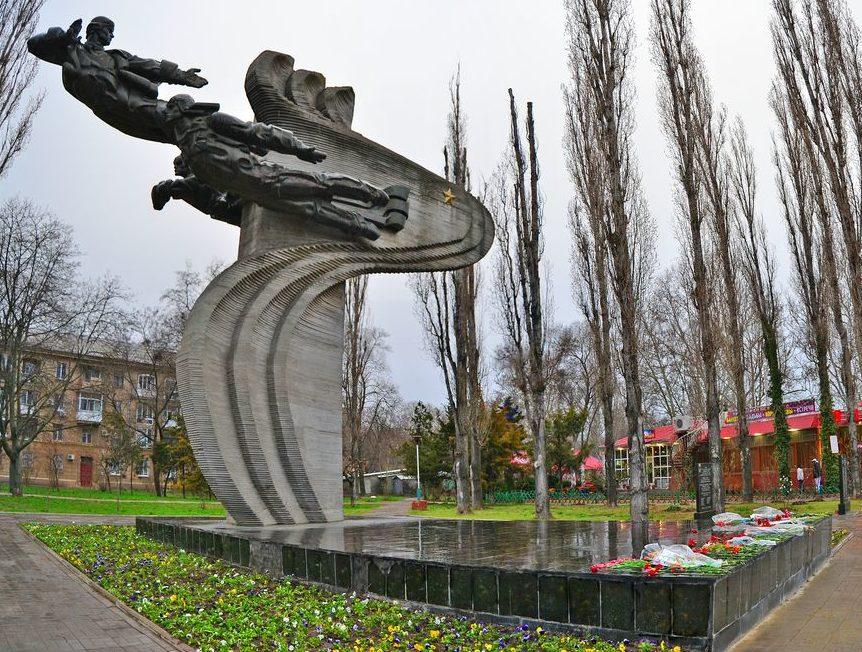 Памятник воинам-авиаторам.