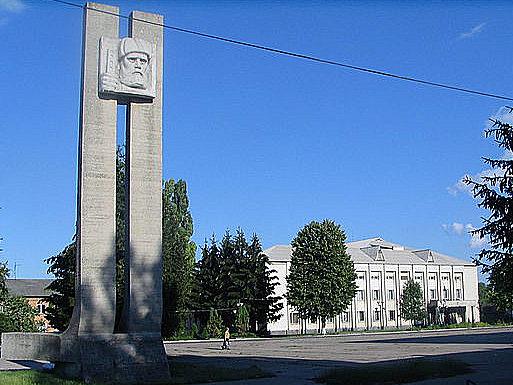 г. Кодыма. Монумент воинам-освободителям.