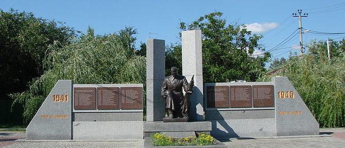 г. Ирпень (Гостомель). Мемориал, установленный в 1951 году на братской могиле воинов, погибших в годы войны. Среди них Герой Советского Союза Кулешов В.К.