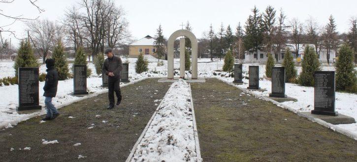 с. Саражинки Балтского р-на. Памятник на братской могиле советских воинов.