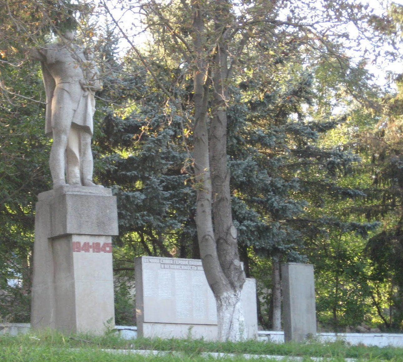 с. Шершенцы Кодымского р-на. Мемориал погибшим воинам.