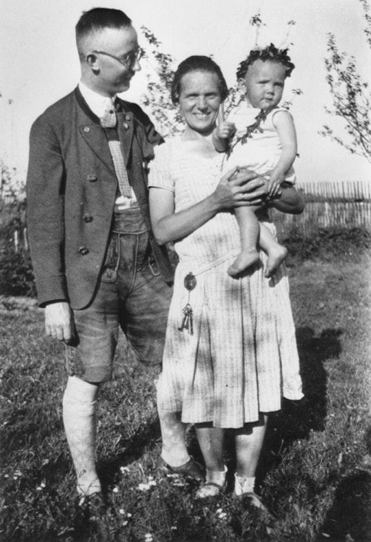 Маргарет и Генрих Гиммлер с дочерью Гудрун.