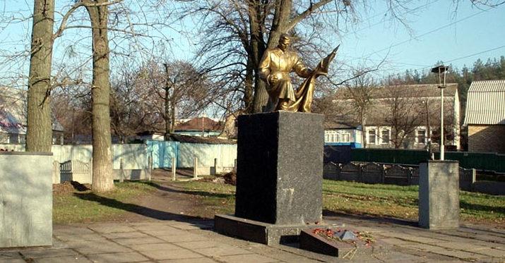 г. Ирпень (Гостомель). Памятник на братской могиле советских воинов.
