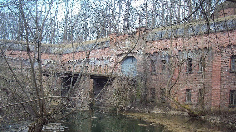 Мост через ров.