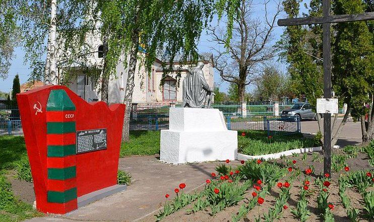пгт. Калита Броварского р-на. Памятник у магазина, установленный в 1954 году на братской могиле воинов, погибших в годы войны.