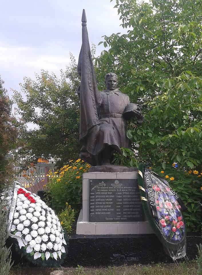 с. Княжичи Броварского р-на. Памятник у сельского совета, установленный в 1954 году на братской могиле воинов, погибших в годы войны.