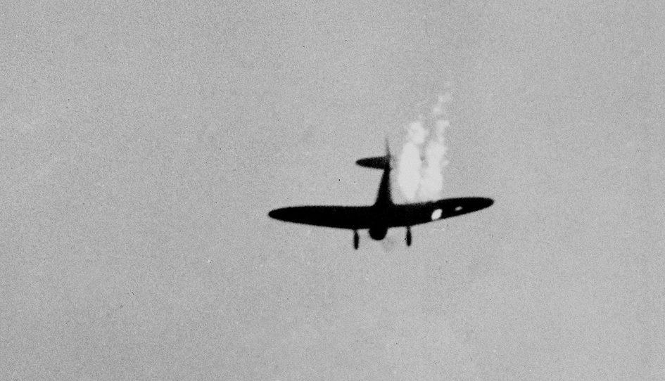 Сбитый японский бомбардировщик. Перл-Харбор. 7 декабря 1941 г.