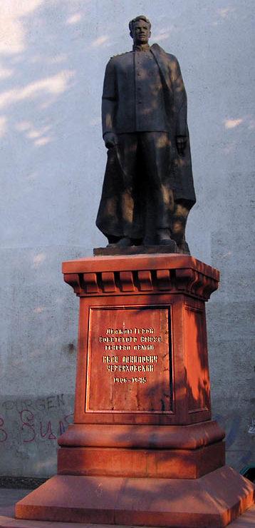 г. Одесса. Памятник И.Д. Черняховскому - дважды Герою Советского Союза, генералу армии, командующему 3-м Белорусским фронтом, установлен в 1984 году по улице Тенистой, 1 на территории школы №56. Скульптор - Дубин А.Е.